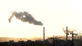 Ranek w miastowym mieście Czasu upływ St Petersburg Od drymby iść dym budowa żurawie pracują Rosja zdjęcie wideo