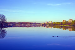 Ranek w mieście, woda krajobraz Zdjęcia Stock