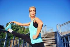 Ranek ćwiczy na krokach Zdjęcie Royalty Free