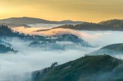 ranek z wschód słońca wokoło góry zdjęcia stock
