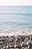Rangée étonnante des pierres blanches sur l'océan, Etretat, Normandie, France Photographie stock