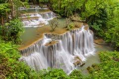 Rangée de cascade de Huay Maekamin 4 Chatkaew en Thaïlande images stock