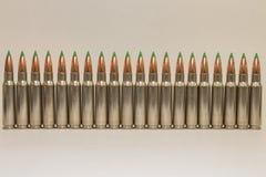 Rangée de grandes balles de fusil de calibre Images libres de droits