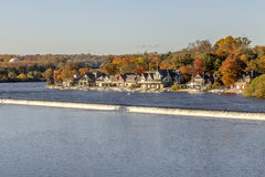 Rangée de hangar à bateaux à l'automne Photo libre de droits