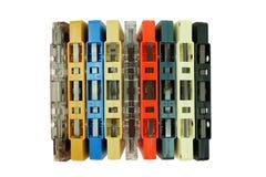 Rangée de la vieille bande colorée de cassette sonore d'isolement sur un blanc images stock