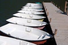 Rangée de location de bateaux de lac Image stock