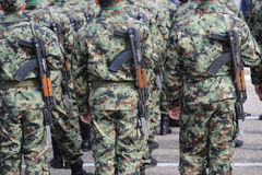 Rangée de soldat d'uniforme militaire Photographie stock libre de droits