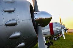 Rangée des avions de propulseur de vintage photographie stock libre de droits