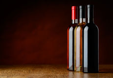 Rangée des bouteilles de vin d'arbre Photo libre de droits