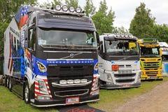 Rangée des camions finlandais d'exposition photographie stock