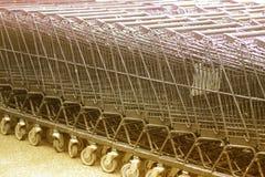 Rangée des chariots à achats Photo libre de droits