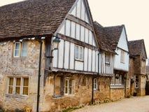 Rangée des cottages dans le Cotswolds images libres de droits