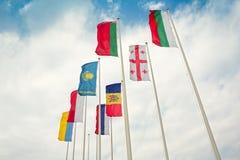 Rangée des drapeaux européens et asiatiques Image libre de droits
