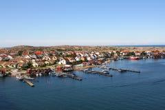 Rangée des maisons colorées, Smogen, Suède photos stock