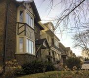Rangée des maisons urbaines ou des condominiums à Toronto Images stock
