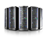 Rangée des serveurs de réseau au centre de traitement des données Photographie stock libre de droits