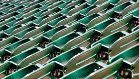 Rangée des sièges verts dans le stade photo libre de droits