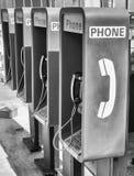 Rangée des téléphones publics Photos libres de droits