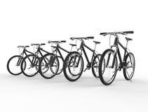 Rangée des vélos de montagne noirs Image libre de droits