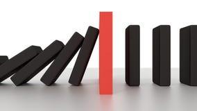 Rangée en baisse de domino avec le morceau rouge d'arrêt sur le bureau Photos libres de droits
