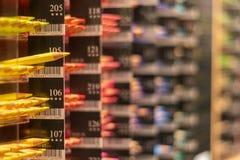 Rangées de crayon de couleur classées par catégorie images libres de droits