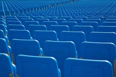 Rangées de l'allocation des places dans le bleu Photos stock