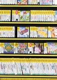 Rangées de Preowned des jeux vidéo dans un magasin de jeu Photographie stock