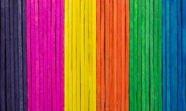 Rangées des bâtons colorés de métier Photo libre de droits