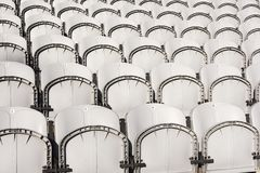 Rangées des chaises photographie stock