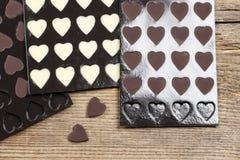 Rangées des coeurs faits maison de chocolat Photo libre de droits