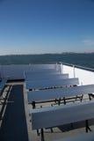 Rangées vides des sièges sur un ferry-boat Image stock