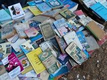 RANGÚN, BIRMANIA - 23 de diciembre de 2013 - vista de libros usados en Bookse Imágenes de archivo libres de regalías