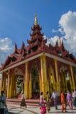 Rangún, Myanmar, el 10 de noviembre de 2014 - dentro del Shwedagon Imágenes de archivo libres de regalías