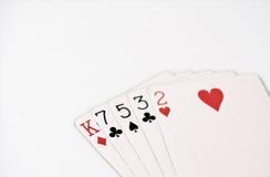 Rang för pokerhand, symboluppsättning som spelar kort i kasino: höjdhand, konung, sju, fem, tre, två på vit bakgrund, lyckaabstra Arkivbilder
