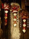 Rangda,一个巴厘语恶魔面具在木头和雕刻与头发 免版税库存照片