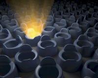 Rangée, groupe de pots, on rougeoyant dans l'obscurité Photo libre de droits