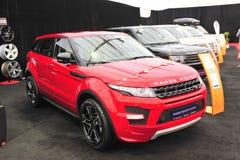 Range Rover bilar på den auto showen Arkivbild