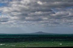 Rangitoto wyspa, powulkaniczna wyspa w zatoki schronieniu, Nowa Zelandia fotografia stock