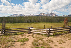 Rango de montaña del diente de sierra en Idaho fotografía de archivo