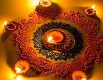 Rangoli colorido com Diya, no festival de Diwali fotos de stock royalty free