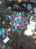 Rangoli-Kunst mit Farben stockfoto