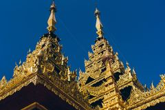 Rangoon, Myanmar - 19 febbraio 2014: Tempio dorato di Buddha a Shwedag Fotografia Stock