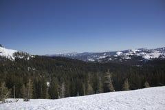 Rangos de la nieve de Sierra Nevada fotografía de archivo libre de regalías