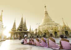 RANGUN, MYANMAR - 25. APRIL: Shwedagon-Pagode in Rangun Stockfoto