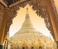 RANGUN, MYANMAR - 25. APRIL: Shwedagon-Pagode in Rangun Lizenzfreie Stockbilder