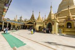 RANGUN, MYANMAR, am 25. Dezember 2017: Leute kommen, bei Sule Pagoda zu beten Lizenzfreie Stockbilder