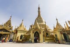 RANGUN, MYANMAR, am 25. Dezember 2017: Leute kommen, bei Sule Pagoda zu beten Lizenzfreie Stockfotografie