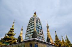 RANGUN, MYANMAR 10. SEPTEMBER 2016: Berühmter heiliger Platz Myanmars und Touristenattraktionsmarkstein, Pagoden-Komplex I Shweda Lizenzfreie Stockfotografie