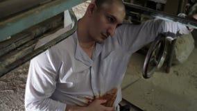 Raniący w żołądka mężczyzna gubi świadomość zbiory