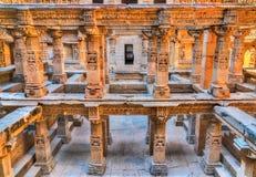 Ranien ki vav, ingewikkeld geconstrueerd stepwell in Patan - Gujarat, India stock afbeelding